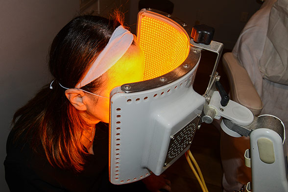 Woman patient during - GentleWaves LED Photomodulation treatment (oblique view)